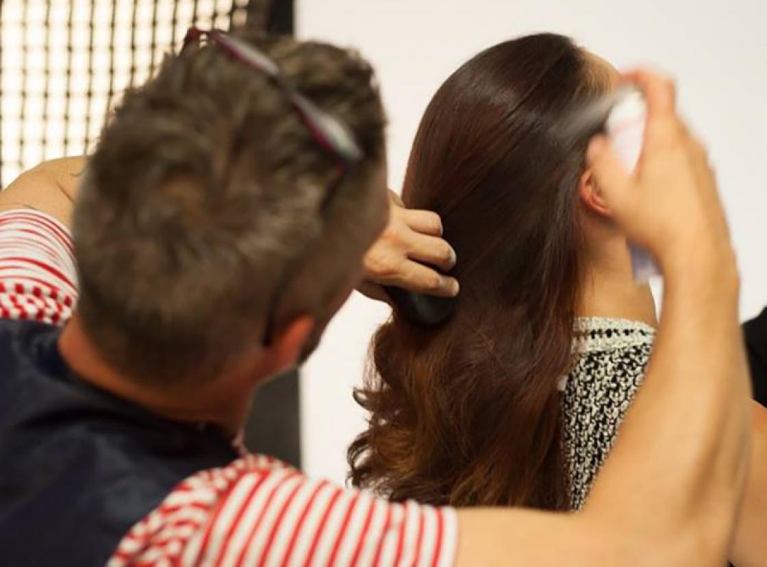 Van ervaren kapper tot herintreder: in onze kappersopleiding voor gevorderden maak je je de Pivot Point methode eigen.
